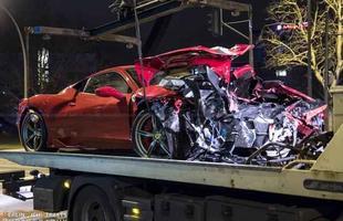 Ferrari 458 Speciale é destruída em batida com Smart fortwo