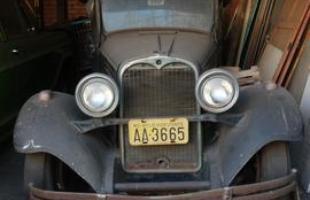 Dodge Brothers 1929 e Chevrolet Veraneio 1976 esquecidos em garagem de BH