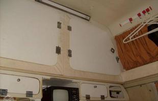 O interior do veículo quando foi adquirido, depois de 5 anos sem uso parado em uma garagem