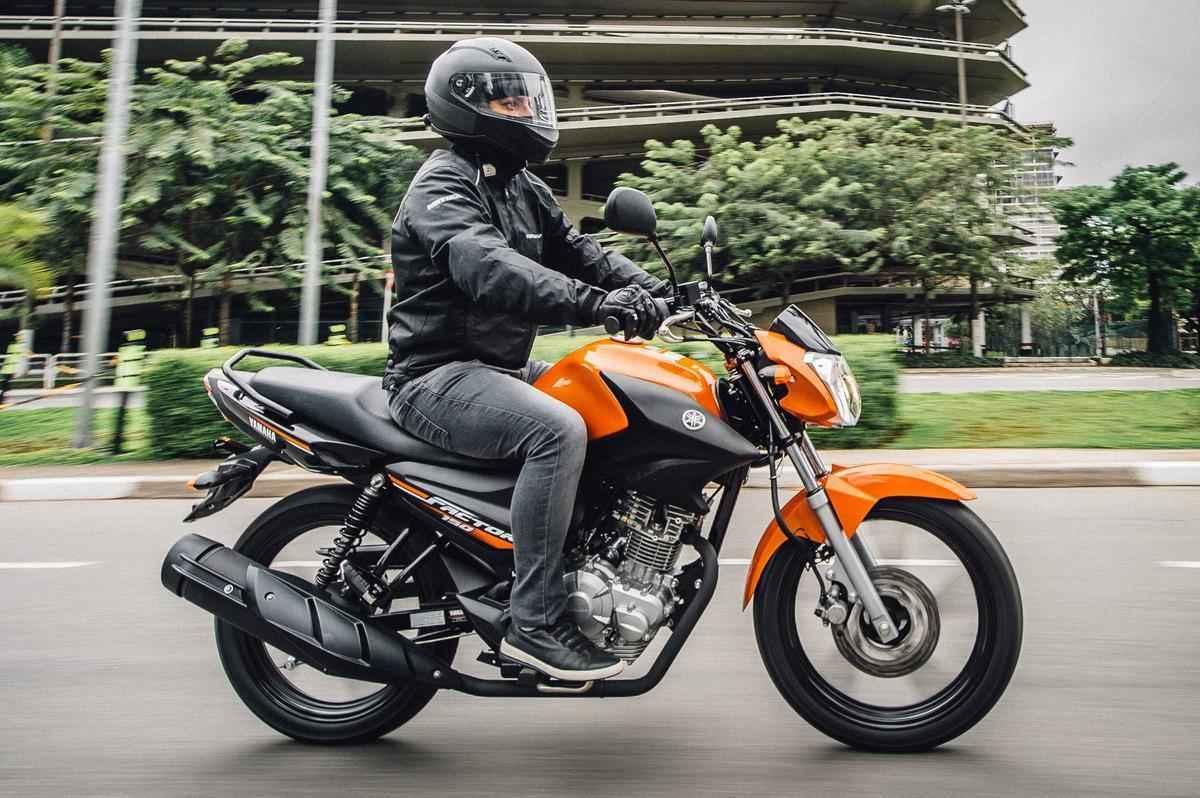 O modelo ED tem freio a disco na roda dianteira e rodas de liga leve