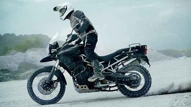 O modelo XC tem protetores de mão e para-lamas bico de pato -