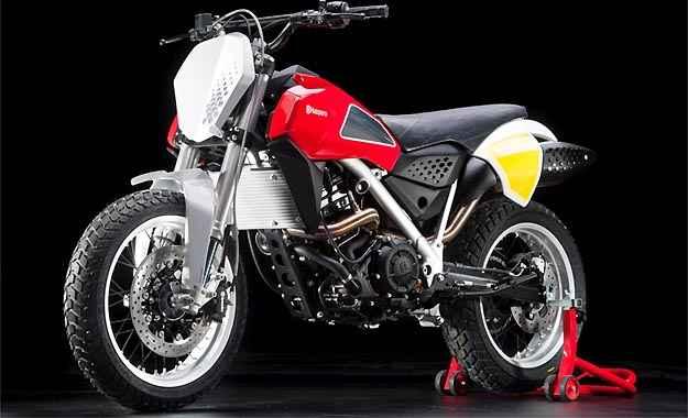 O estilo é inspirado no modelo H400 usado por Steve McQueen - Fotos: HUSQVARNA/Divulgação