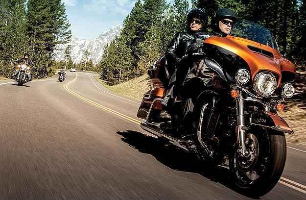 A carenagem dianteira favorece a aerodinâmica e abertura frontal para ventilação - Harley-Davidson/Divulgação