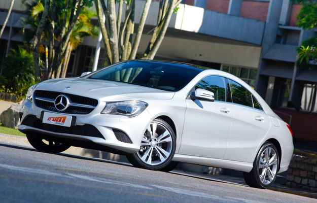 Mercedes-Benz CLA chega ao Brasil com preço de grife