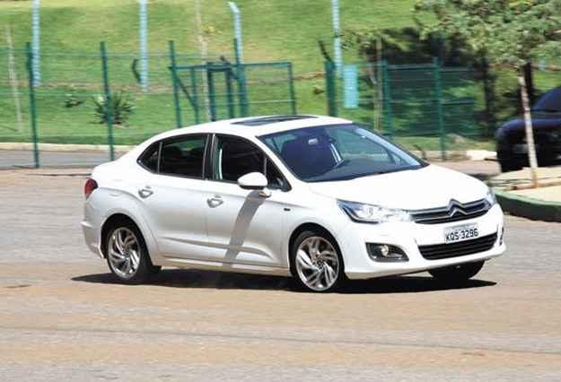 O novo sedã médio da Citroën, sucessor do Pallas, tem linhas bonitas e atraentes, além de muita tecnologia e ótimo desempenho - Marlos Ney Vidal/EM/D.A Press