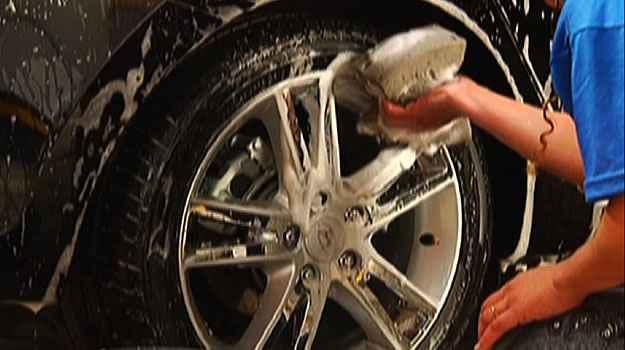 Carros também precisam de cuidados para limpeza e manutenção. Saiba como cuidar do seu veículo