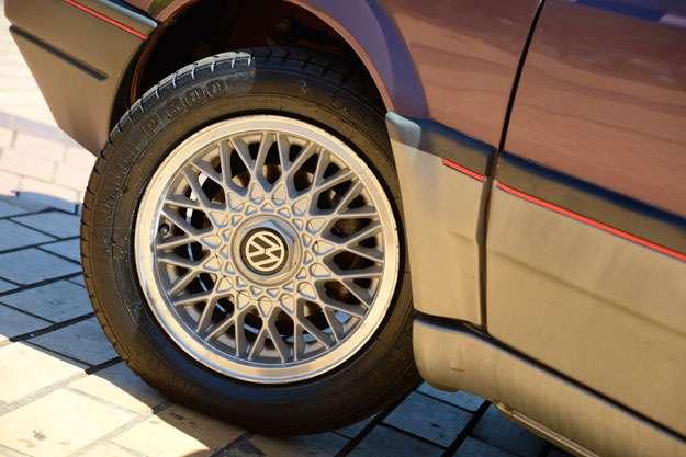 Rodas raiadas originais do modelo 1994. Pneus nunca foram trocados! - Thiago Ventura/EM/D.A Press