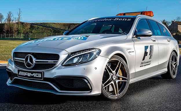 Medical Car é ocupado por um piloto e três médicos - Mercedes-Benz/Divulgação