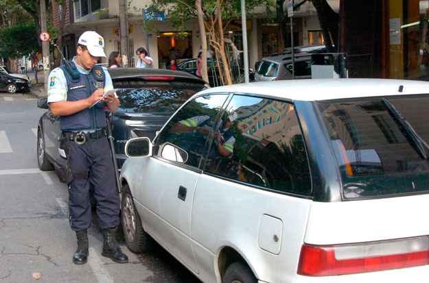 Você e a Lei: Vendi o carro e agora chegou uma multa. O que faço?