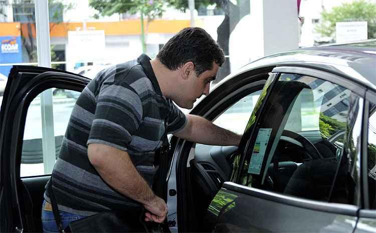 Vendas de veículos caem 20,7% no primeiro semestre e produção retrai 18,5%