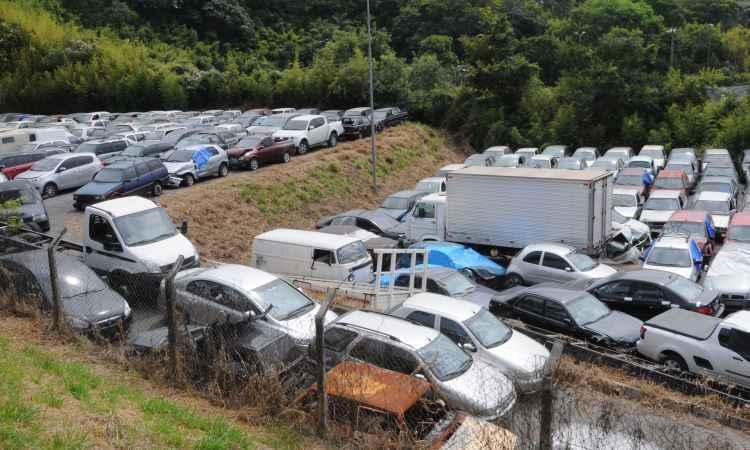 Cobrança acima de 30 diárias para carros apreendidos pelo Detran é suspensa