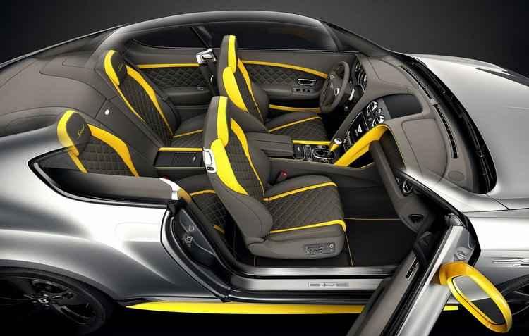 Parte interna é ressaltada pelos assentos em couro com costuras e detalhes em contrastes - Bentley/Divulgação