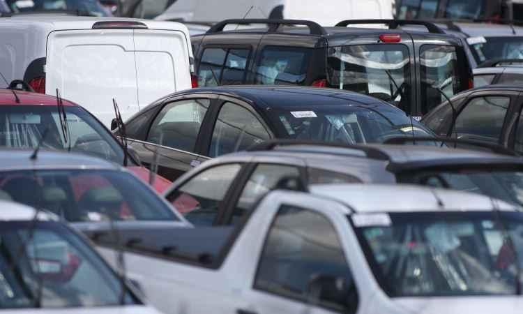 Em Minas, emplacamentos de automóveis e comerciais leves cresceu 17,51% em relação a fevereiro - Edésio Ferreira/EM D.A Press - 31/7/14