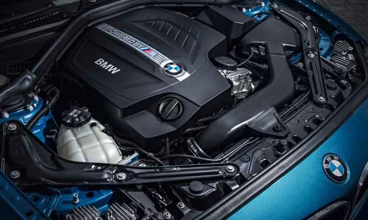 O motor é a cereja do bolo, com 370cv - Uwe Fischer/BMW/Divulgação