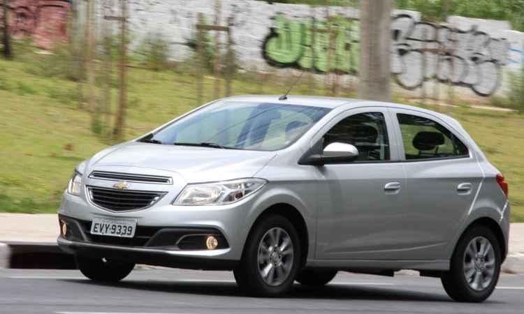 Chevrolet Onix vendeu quase 13 mil unidades a mais que o Hyundai HB20 em 2016 - Marlos Ney Vidal/EM/D.A Press