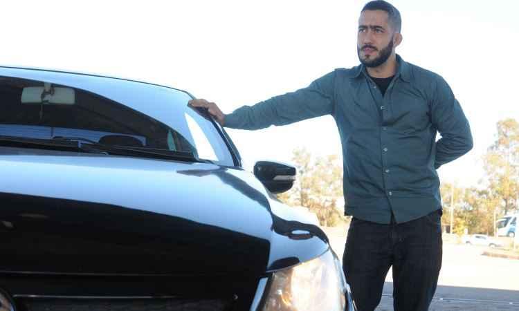 Técnico industrial Guilherme Bonelli trocou as lâmpadas do carro e aprova a medida - Jair Amaral/EM/D.A Press