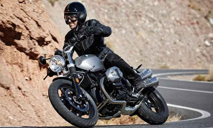 NineT Scrambler tem escape alto de dupla ponteira - BMW/Divulgação