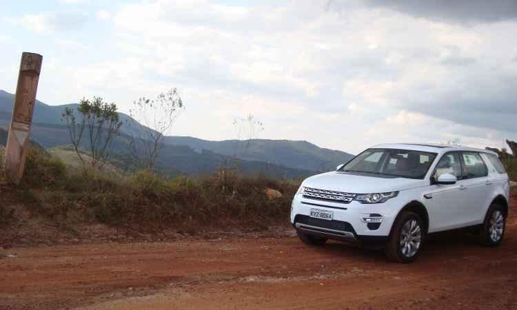 Dirigimos o Land Rover Discovery Sport nacional pelas trilhas de Minas; confira as impressões!