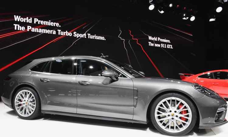 Porsche Panamera Turbo Sport Turismo é a nova perua da marca alemã, com opções de motorização que vão de 330cv a 550cv - Fabrice Coffrini/AFP