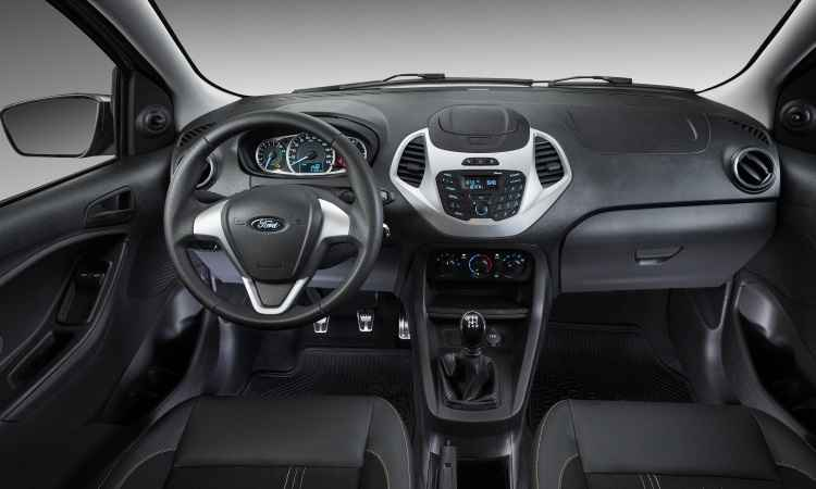 No interior, pedaleira de alumínio e tapetes personalizados - Ford/Divulgação