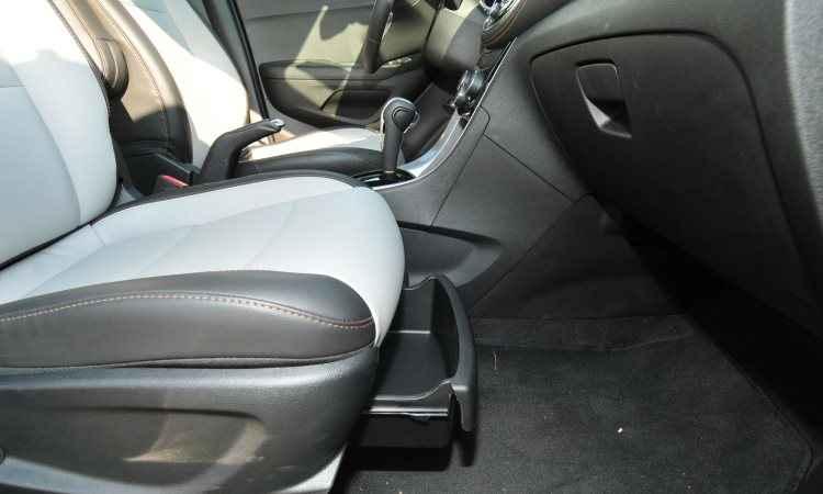 O SUV compacto tem porta-trecos por todos os lados, inclusive sob o banco do passageiro - Ramon Lisboa/EM/D.A Press