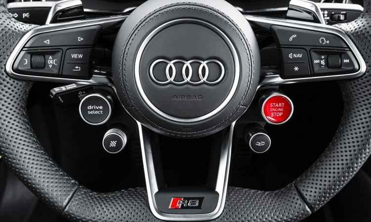 O volante concentra os principais comandos, para o motorista não desviar a atenção da direção - Audi/Divulgação
