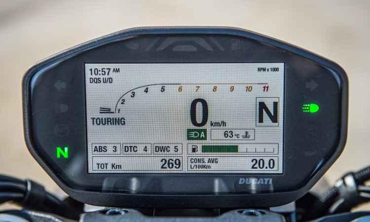 O painel é digital e pode destacar as funções mais importantes - Fotos: Mario Villaescusa/Johanes Duarte/Ducati/Divulgação