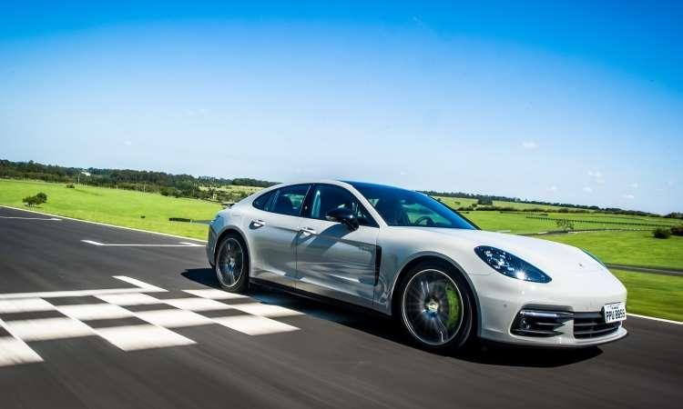 O desempenho é digno de um esportivo, acelerando até 100km/h em 4,6 segundos - Porsche/Divulgação