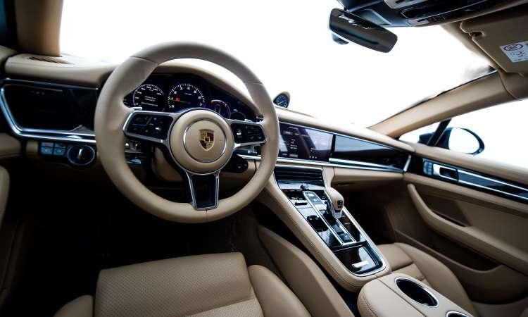 O interior tem acabamento sofisticado, além de muito conforto para os ocupantes - Porsche/Divulgação