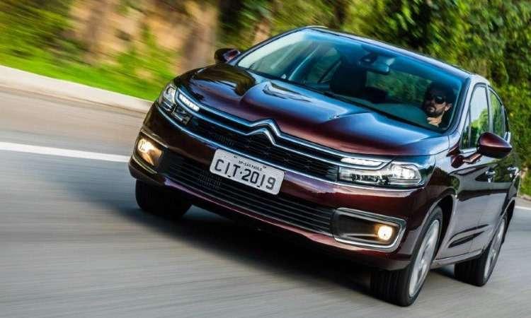 A grade frontal mantém as barras paralelas com o Chevron ao centro, mas com luzes diurnas integradas - Citroën/Divulgação