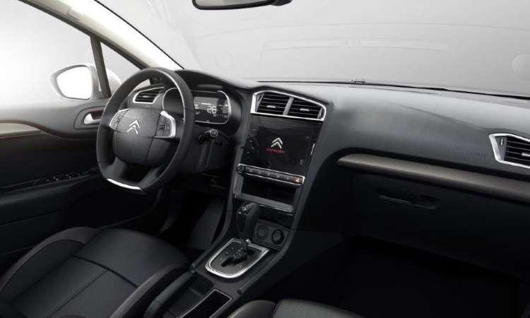 O interior tem acabamento sofisticado, com comandos à mão - Citroën/Divulgação