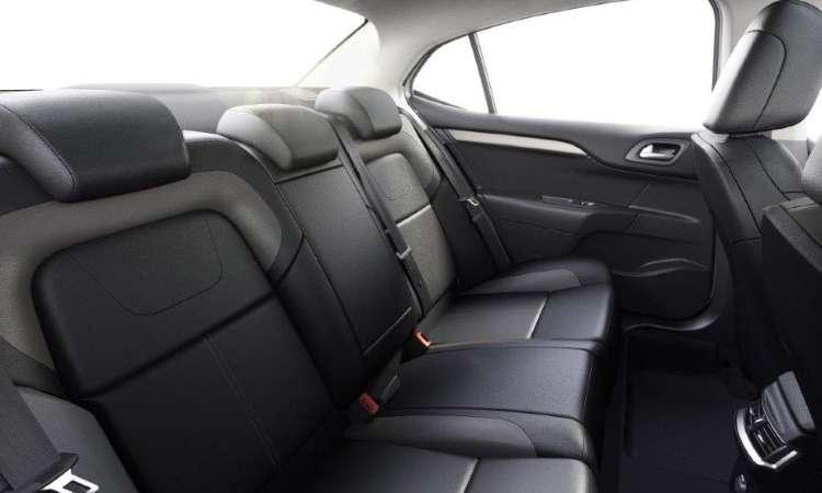 Com 2,71m de distância entre-eixos, o sedã tem bom espaço no banco traseiro - Citroën/Divulgação