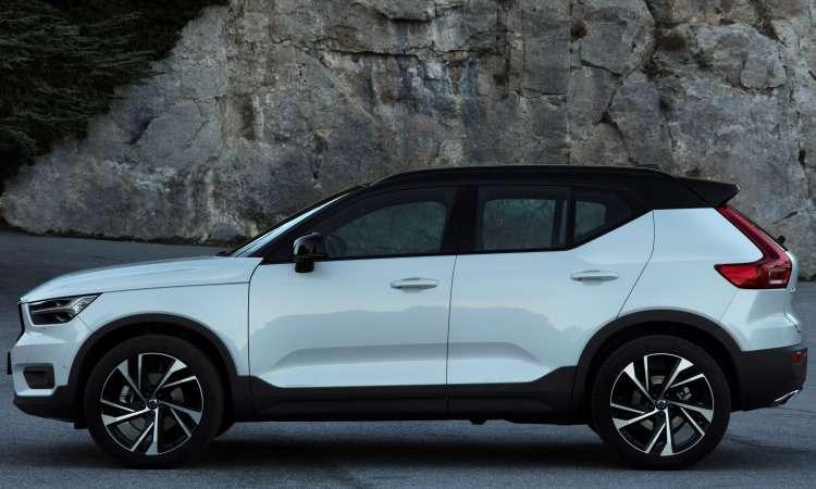 A versão T5 R-Design tem a opção do teto pintado em preto - Volvo/Divulgação