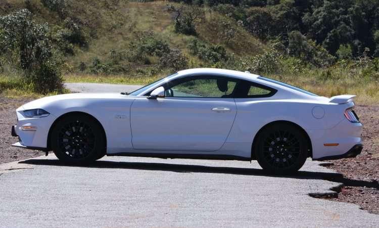 O estilo fastback é fiel às primeiras gerações do Mustang - Edésio Ferreira/EM/D.A Press