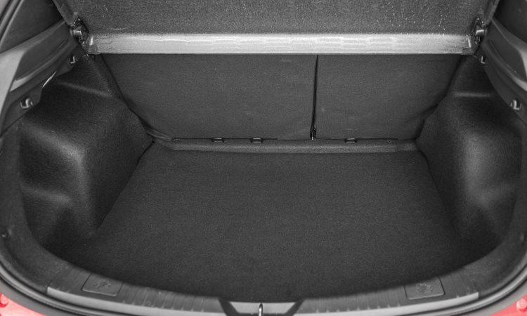 Já o Yaris hatch tem porta-malas de 310 litros - Toyota/Divulgação