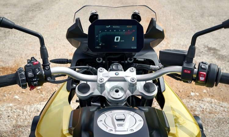 O painel tem tela TFT e pode ser sincronizado com o celular - BMW/Divulgação