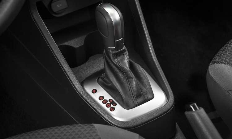 O câmbio automático de seis marchas tem modo sport e opção de trocas por meio da alavanca ou nas aletas atrás do volante - Pedro Dhantas/Volkswagen/Divulgação