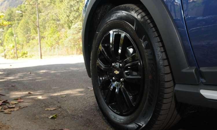 As rodas de alumínio de 15 polegadas são calçadas com pneus 195/65 - Paulo Filgueiras/EM/D.A Press