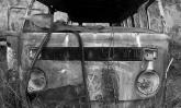 Olhar do fotógrafo transforma veículos abandonados em imagens poéticas