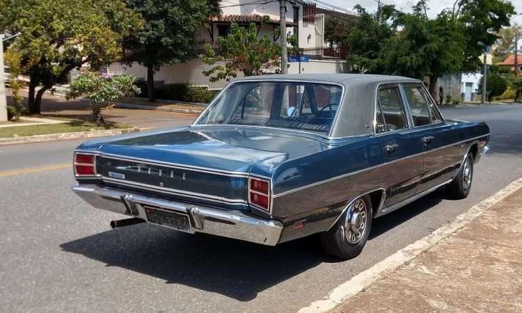 O jornalista Alexandre Carneiro tirou seu Dodge Dart 1970 da garagem para curtir os 360 quilômetros de estrada até Araxá - Pedro Cerqueira/EM/D.A Press