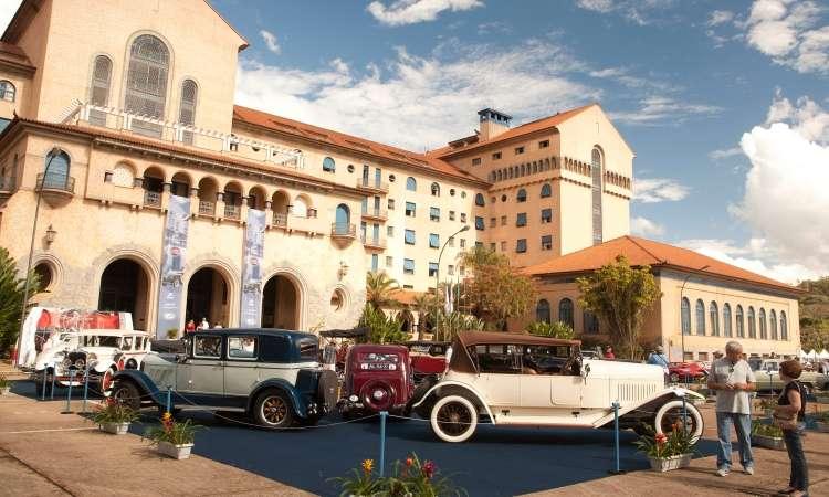 Cerca de 300 veículos estão expostos no entorno do Tauá Grande Hotel Termas & Convention Araxá - Estúdio Cerri/Divulgação
