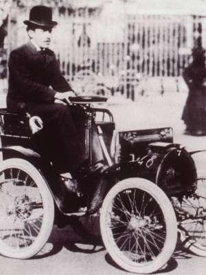 A Renault expõe no evento o Voiturette, réplica do primeiro modelo da marca faricado no mundo, em 1898 - Renault/AFP