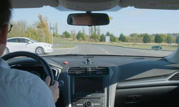 Tecnologia foi testada com motoristas, mas poderá ser usada em carros autônomos - Ford/Divulgação
