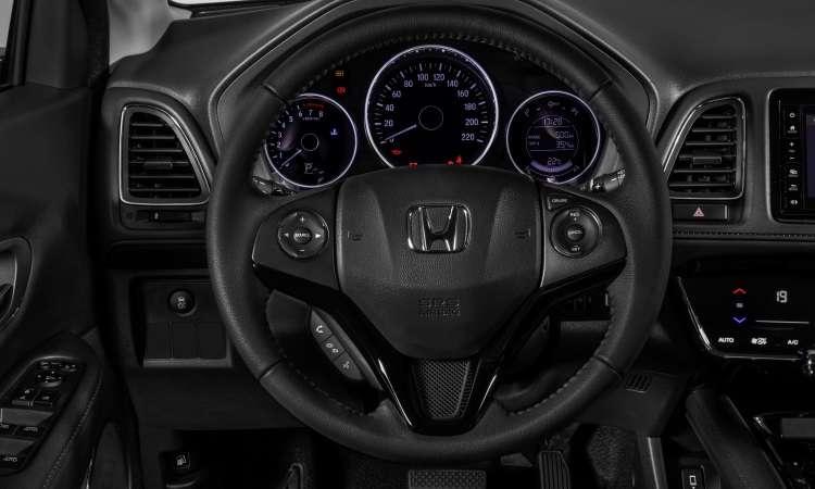 O painel traz instrumentos analógicos e quadro digital com computador de bordo. O volante é multifuncional - Honda/Divulgação