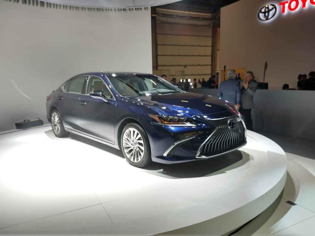 O sedã de luxo Lexus ES 300 tem motorização híbrida e preços a partir de R$ 239.990 - Pedro Cerqueira/EM/D.A Press