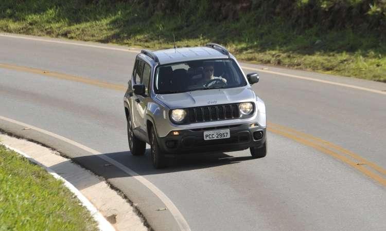 Com o câmbio manual, o Jeep Renegade fica mais à mão do motorista e a performance é melhor - Juarez Rodrigues/EM/D.A Press