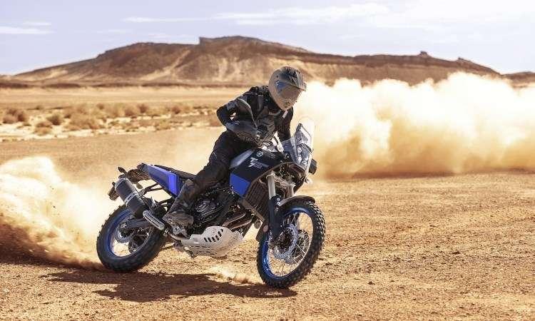 A suspensão dianteira é invertida regulável, e a traseira do tipo mono - Yamaha/Divulgação