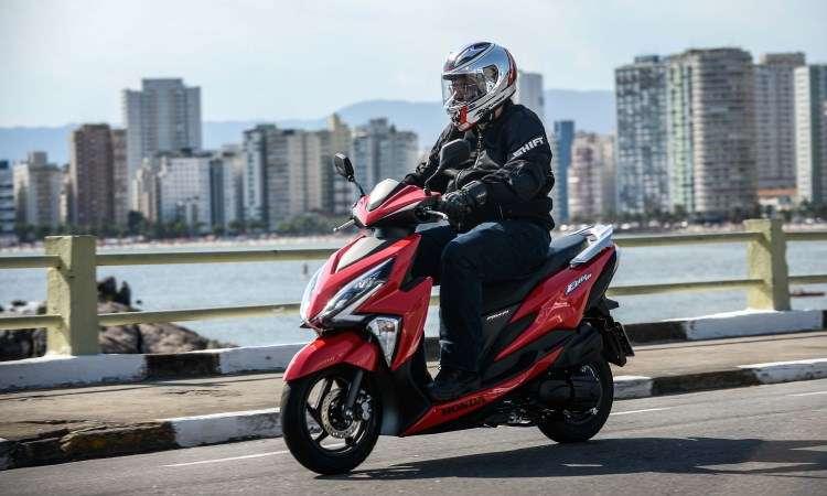 Iluminação dianteira é em LED, com faróis recortados, e na traseira, convencional - Caio Mattos/Honda/Divulgação