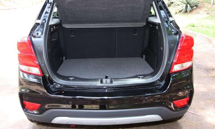 Porta-malas é pequeno, com 306 litros de volume - Jair Amaral/EM/DA Press