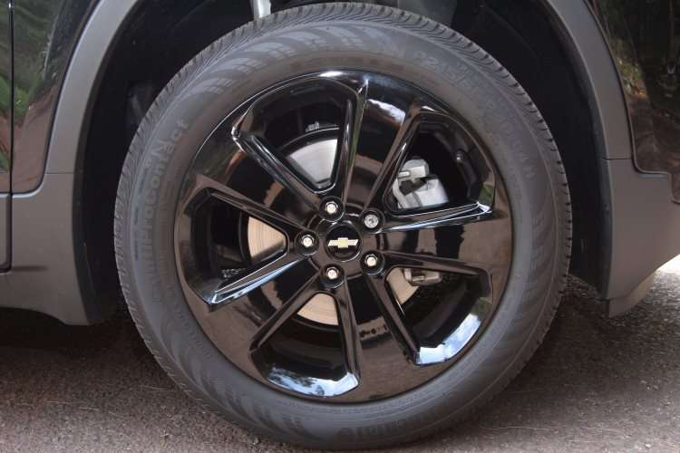 Rodas de 18 polegadas têm desenho exclusivo - Jair Amaral/EM/DA Press